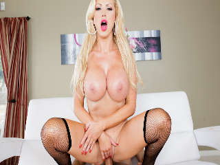 Big Tit Centerfolds #03 Nikki Benz & Danny Mountain